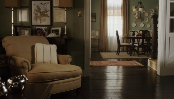 Emilys-dining-room-Pretty-Little-Liars-611x349