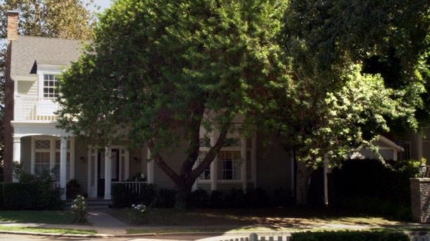 front-of-Emilys-house-Pretty-Little-Liars-611x343